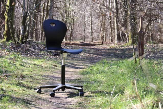Help2Comply har hjulpet med svanemærkning af den bæredygtige Karoline-stol
